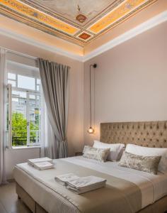 Letto o letti in una camera di Plaza 1866 Superior City Rooms