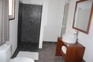 A bathroom at Riviera Garden