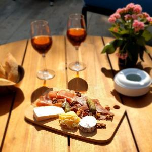 Een restaurant of ander eetgelegenheid bij Quality Suites Bordeaux Aéroport & Spa