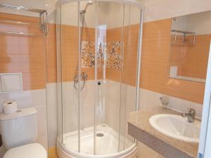 A bathroom at Sunny Day Club Hotel