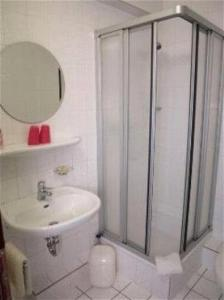 Ein Badezimmer in der Unterkunft Hotel Am Schiffshebewerk
