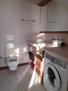 A bathroom at FALCON PALAS SUİTES