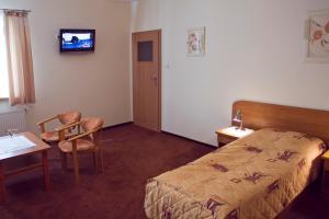 Telewizja i/lub zestaw kina domowego w obiekcie Hotel SONATA