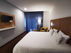 Uma cama ou camas num quarto em Belmonte Sinai Hotel