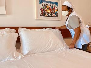 A bed or beds in a room at Recife Praia Hotel