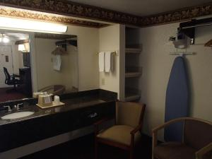 A bathroom at Budget Inn and Suites Corpus Christi