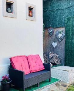 A seating area at Albergue-Hostel Casa da Gandara