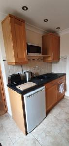 A kitchen or kitchenette at Quiet, cosy annexe room