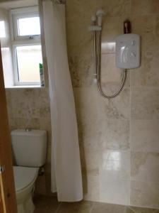 A bathroom at Quiet, cosy annexe room