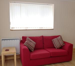 A seating area at Quiet, cosy annexe room