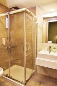 A bathroom at Lafo Rooms