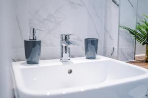 A bathroom at Hobbs View
