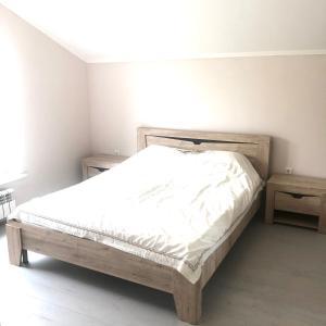 A bed or beds in a room at Апартаменты на Почтовой