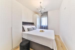 Postel nebo postele na pokoji v ubytování Apartmani Ana