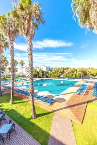 Piscine de l'établissement Vacances Menorca Blanc Palace ou située à proximité