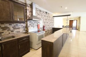 A cozinha ou cozinha compacta de Al Rabitah Al Fondoqeiah Hotel Apartments