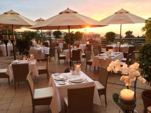 A restaurant or other place to eat at Hotel Botanico y Oriental Spa Garden