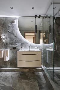 Ванная комната в WHITE HILL Hotel