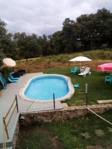 The swimming pool at or near Eira Velha