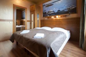 A bed or beds in a room at Scandic Vaasa