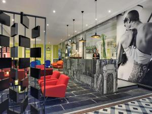 The lobby or reception area at Hôtel & Spa Jules César Arles - MGallery Hotel Collection
