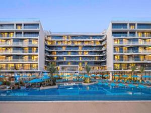 Бассейн в The Retreat Palm Dubai MGallery by Sofitel или поблизости