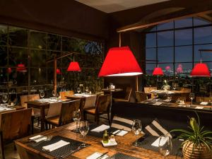 A restaurant or other place to eat at Santa Teresa Hotel RJ - MGallery