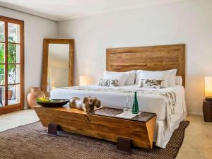 A bed or beds in a room at Santa Teresa Hotel RJ - MGallery
