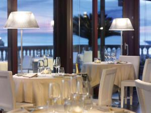 A restaurant or other place to eat at Grand Hotel Palazzo Livorno MGallery