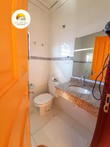 A bathroom at Pousada Por do Sol