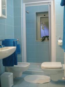 A bathroom at Holiday Dreams