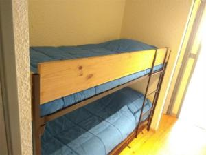 A bunk bed or bunk beds in a room at Appartement Piau-Engaly, 3 pièces, 8 personnes - FR-1-457-204