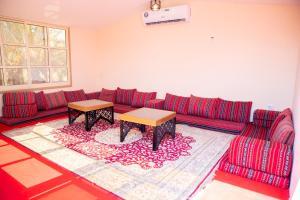 A seating area at Farm Al Medfek
