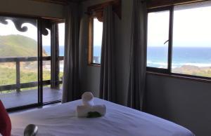 Una vista general del mar o el mar tomado desde el complejo de cabañas
