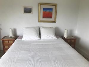 A bed or beds in a room at Oustau du Ventoux