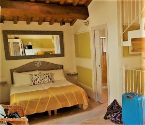 A bed or beds in a room at Podere Chiaromonte