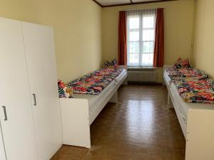 Ein Bett oder Betten in einem Zimmer der Unterkunft Hotel Schönbrunnen