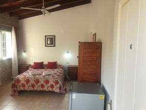 Una cama o camas en una habitación de Cabaña La Martina