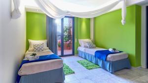 Ένα ή περισσότερα κρεβάτια σε δωμάτιο στο Golden Bay Hotel Apartments