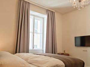 Łóżko lub łóżka w pokoju w obiekcie Pension Mozart - Newly Renovated 2021
