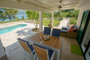 The swimming pool at or close to Seascape Holiday Home by the sea
