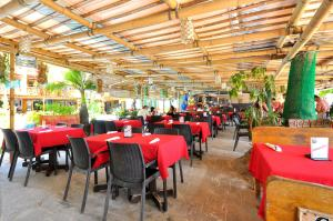 A restaurant or other place to eat at Red Coconut Beach Hotel Boracay