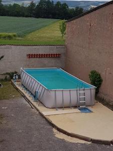 Der Swimmingpool an oder in der Nähe von ALBIG - Alte Mühle