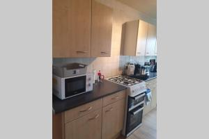 A kitchen or kitchenette at Orpington North Townhouse