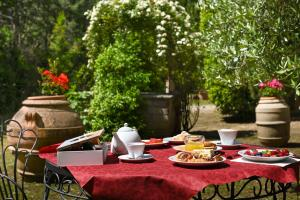 A restaurant or other place to eat at B&B Villa Giulia