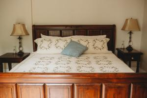 A bed or beds in a room at Carriage House Inn Four and a Half Stars