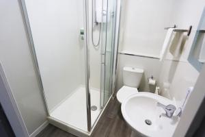 A bathroom at The Huddersfield Hotel