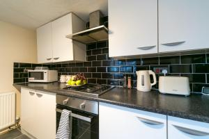 A kitchen or kitchenette at JESOUTH HOME