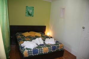 A bed or beds in a room at Alojamento D Ines