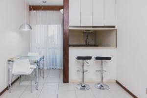 A kitchen or kitchenette at Ramada by Wyndham Belo Horizonte Lourdes